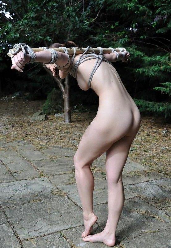 Combat femme pied nue